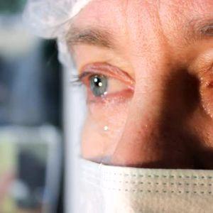 Докторот се расплакал кога слушнал што преживеала неговата пациентка