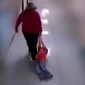 Видео снимка: Ова што учителката го прави на детето не е дозволено