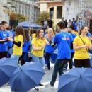 """Околу 1.000 матуранти од Скопје традиционално одиграа квадрил на плоштадот """"Македонија"""""""