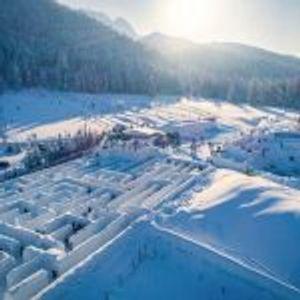 Посетете го најголемиот и најмагичниот снежен лавиринт во светот