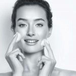 EUCERIN DermatoCLEAN – Нежно го чистат лицето, ја хидрираат кожата и обезбедуваат висок капацитет на хијалуронска киселина