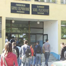 Средношколци од Тетово ја бојкотираа наставата, сакаат да биде со физичко присуство