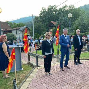 Цвеќе во спомен на убиените Македонци од Непроштено во 2001 година