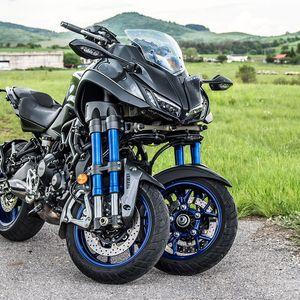 Карахме Yamaha Niken: извънземният мотоциклет с три колела. Видео!