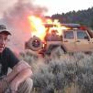 YouTube влогър записва видео, докато неговият Jeep Wrangler изгаря до ламарината. Видеото…