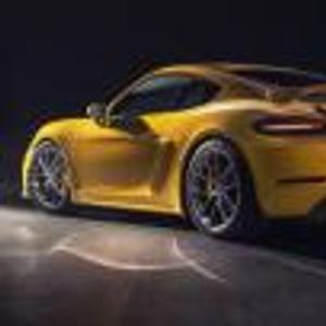 Porsche 718 Cayman GT4 идва с 4-литров атмосферен мотор с 420 коня и ръчни скорости. Амин
