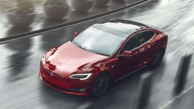 Tesla од понудата ги исфрла од понуда поевтините верзии на Model S и Model X