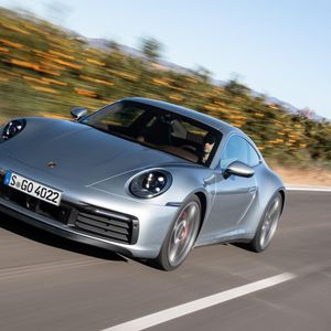 Автомобилите со голема серија се посигурни од луксузните автомобили