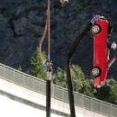 Top Gear ги помести границите: банџи скок со автомобил / ВИДЕО