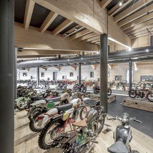 Изгоре познатиот музеј на мотори на Алпите / ВИДЕО