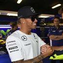 Роси и Хамилтон најавуваат замена на улогите во Ф1 и Мото ГП