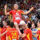 ФОТО: Алушовски се потсети, ова е последниот натпревар во неговата кариера