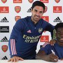 Арсенал потпиша нов договор со младинскиот репрезентативец, тој е талентиран и интелигентен играч