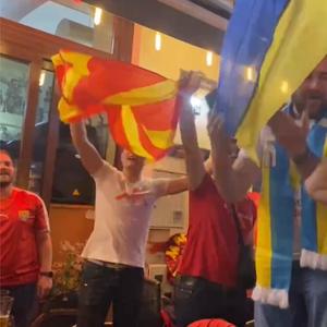 Поразот не значи ништо за нашите навивачи , слават победа на фудбалот со Украинците