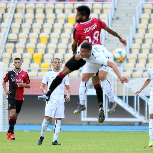 Каков пресврт… Два кикса на младиот голман Реџепи, Дуделанж води со 1-2!