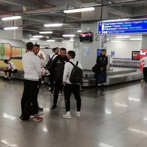 Репрезентативците пристигнаа во Скопје, вечерва веднаш на тренинг