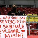Турска навивачка од трибините го запроси одбојкарот Волкан на мечот против Македонија