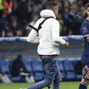 Хаос во Марсеј, навивач влезе на терен и тргна кон Меси, па следуваше прекин