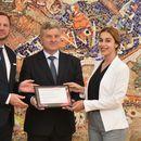 """Претседателот Иванов ги додели сертификатите на учесниците во програмата """"Ден со македонските водечки извршни директори"""""""