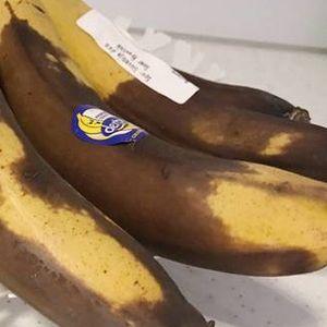 Презреана банана ставила во ќеса со ориз: А потоа погледнете го чудото кое ќе се случи