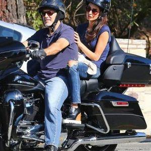 Џорџ Клуни се простил од моторот: Амал му го забранила опасното хоби!