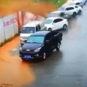 КАМЕРИТЕ ФАТИЛЕ ЗАСТРАШУВАЧКИ МОМЕНТ: Одрон однел повеќе од 10. автомобили!