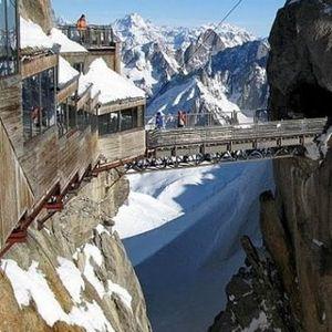 (ФОТО Галерија) Најстрашни туристички патеки во светот