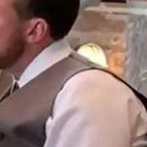 Е, МОЈ ЗЕТЕ! Ова е најсмешна снимка од свадба на сите времиња – изразот на лицето на ТЕШТАТА кажува се!