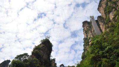 Највисок лифт на светот: Покрај карпата до најубавиот поглед на националниот парк!