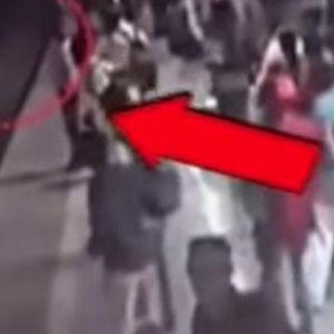СЕКУНДИ ГО ДЕЛЕЛЕ ОД СМРТ: Чивек ја минувал пругата кога кон него доаѓал воз – а потоа бил спасен од полицаец!