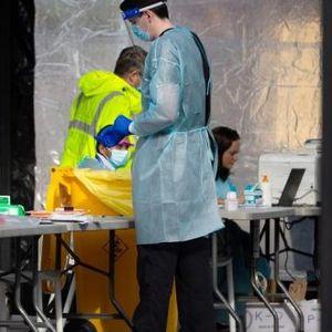 ПАНДЕМИЈА – СВЕТОТ ВО КАНЏИТЕ НА КОРОНА: Забранети семејни собирања, во Бразил уште 55.155 заболени, во САД околу 165.000 починати