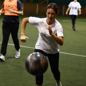 """Мајки во Србија """"растураат"""" фудбал а татковците НАВИВААТ!"""