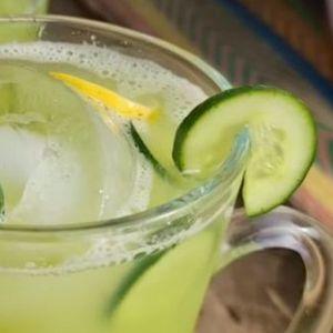 (ВИДЕО+РЕЦЕПТ) МОЌЕН СОК ОД КРАСТАВИЦА: Напиток кој ќе ве разлади и ослободи од токсини!