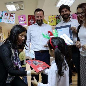 Предновогодишно дружење на вработените од Пивара Скопје со децата во СОС Детско Село