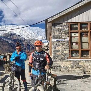 Запознајте ги македонските велосипедисти кои извозеа 270 километри на највисокиот превој во свет на Хималаите