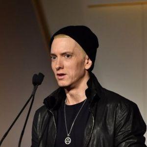 """Еминем ја налути јавноста: Во нова песна на """"неприфатлив"""" начин пее за бомбашкиот напад на концертот на Аријана Гранде"""