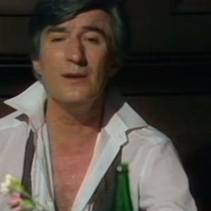 Му го скршила срцето, а не стигнал да ја испрати на вечното почивалиште: Тома ѝ испратил букет бели рози и ја напишал најтажната песна!