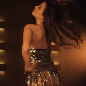 Ќе сакате да го погледнете повеќепати: Најзгодната српска пејачка Милица Павловиќ сними провокативен спот