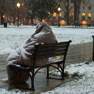 ОД СТУДЕНА КЛУПА ДО ТОПОЛ ДОМ: Животот на еден бездомник кој стана агент за недвижнини