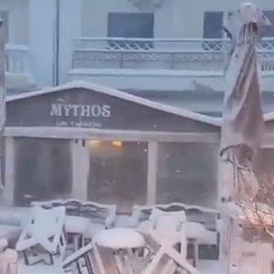 ВИДЕО: Вака изгледа грчкиот остров Скијатос погоден од снежна бура