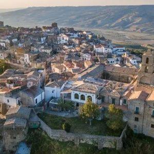 Италијанско село бара жители за период од три месеци