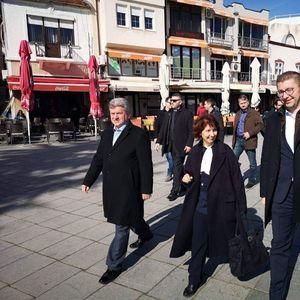 Иванов и кандидатката за негов наследник Силјановска прошетаа низ Охрид