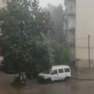 Невреме со дожд и град ја погоди Струмица