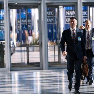 Димитров прв ја посети канцеларијата од 3 милиони евра што Македонија ја купи во НАТО