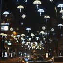 ЅИРНЕТЕ КАКО Е УКРАСЕНО: Новогодишната еуфорија го зафати Скопје