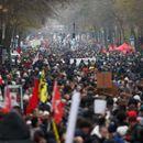 ФРАНЦИЈА НА НОЗЕ: Му порачаа на Макрон да се откаже од реформите во пензискиот систем