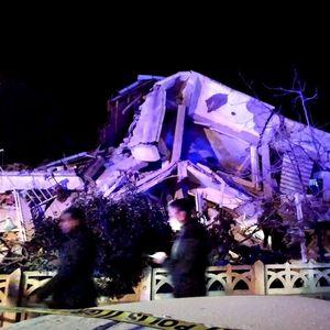 ЕВЕ ШТО ЈА СНАЈДЕ ТУРЦИЈА: Стравични видеа и фотографии од земјотресот