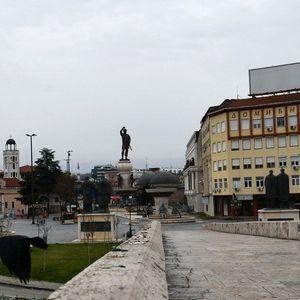 (ФОТОГАЛЕРИЈА) Најпрометните места во Скопје празни среде бел ден