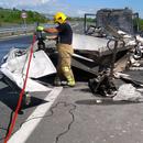 Изгоре камион полн со хартија
