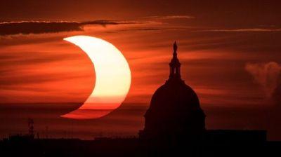 Од Њујорк до Лондон луѓето уживаа во делумното затемување на сонцето